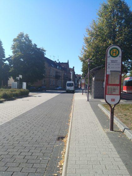 Am Bahnsteig in Lauterecken - links erkennt man noch den Zug, mit dem ich gekommen bin und der gleich wieder nach Kaiserslautern zurückfahren wird