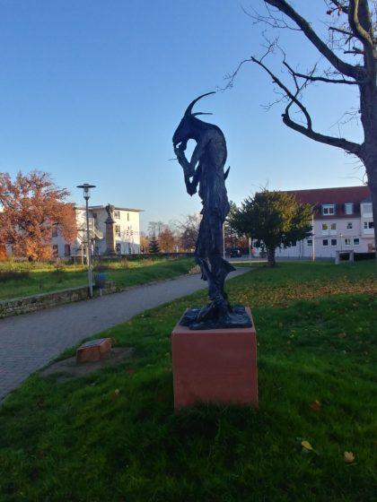 """Die Skulptur """"Pan mit Flöte und Weinschlauch"""" von Thomas Duttenhoefer"""