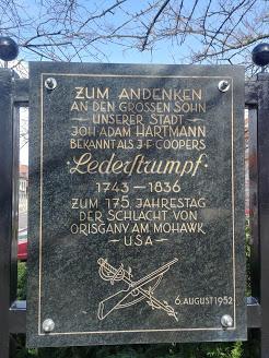 Der im 18. Jahrhundert aus Edenkoben nach Amerika ausgewanderte J. A. Hartmann soll das Vorbild für Coopers Nathaniel Bumppo gewesen sein
