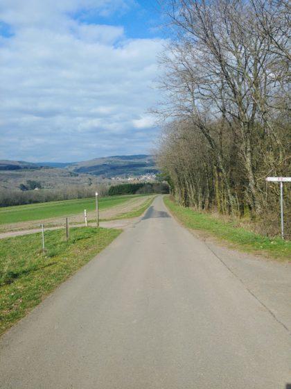 Unten im Tal der Dorfrand von Primstal; ich biege jedoch nach links ab