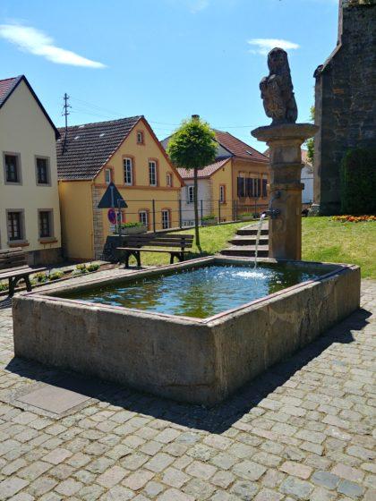 Brunnen in der Ortsmitte von Kallstadt