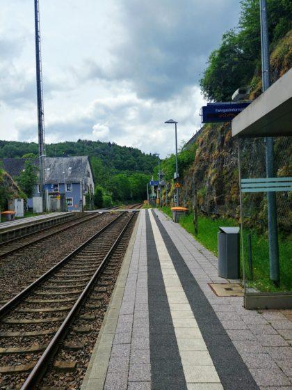 Der Auftakt - der Bahnsteig in Nohen
