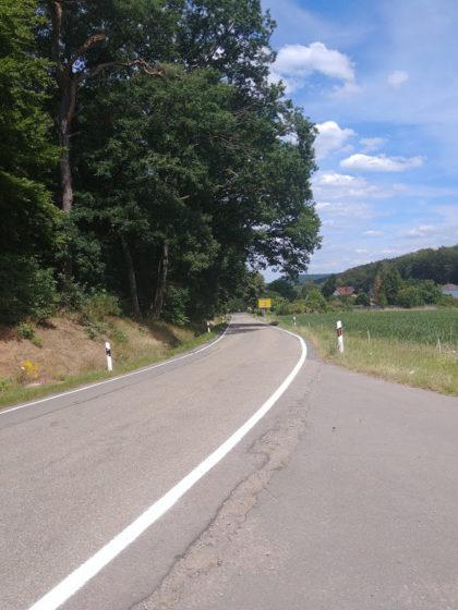 Eine von mehreren Landstraßenüberquerungen