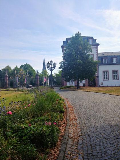 Blick vom Schloss hinüber zur Friedenskirche