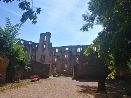 Die Ruine von Burg Landskron, erbaut vermutlich zu Beginn des 13. Jahrhunderts