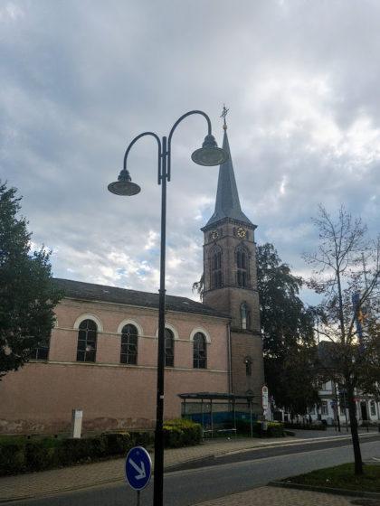 Die Evangelische Stadtkirche in St. Wendel, von hier aus sind es nur noch wenige Meter bis zum Bahnhof