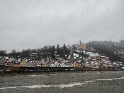 Ankunft in Hirschhorn - Blick über den Neckar zum Schloss
