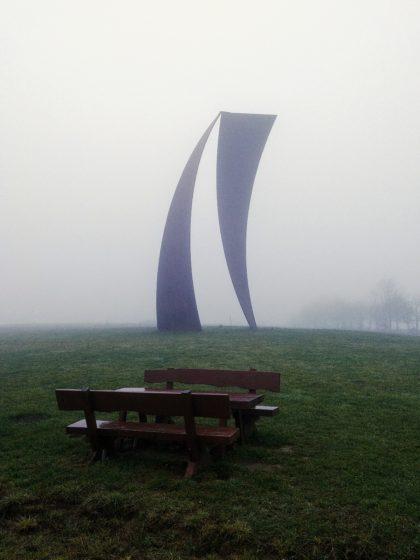 ... einer Stahlskulptur oberhalb von Sotzweiler