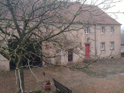 Ein altes Bauernhaus in Habach, das zum Museum umgebaut wurde