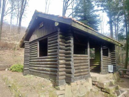 Hütte am Wegrand