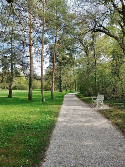 Im Schwetzinger Schlossgarten/Jana