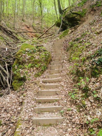 ... und Treppen kann die Schlucht komplikationsfrei überwunden werden