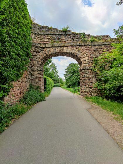 """Das bereits als Ruine konzipierte """"Aquädukt"""" von Nicolas de Pigage"""