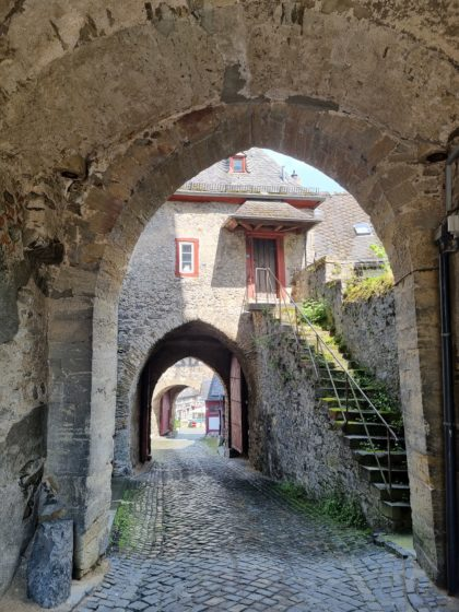Abschluss der Wanderung beim Anstieg zum Schloss