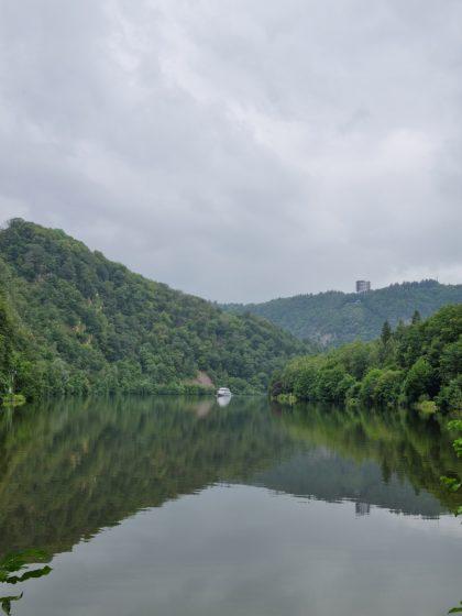 Flussblick mit Boot