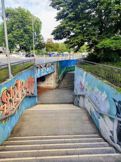 Die ersten ein, zwei Kilometer verlaufen über Stadtstraßen